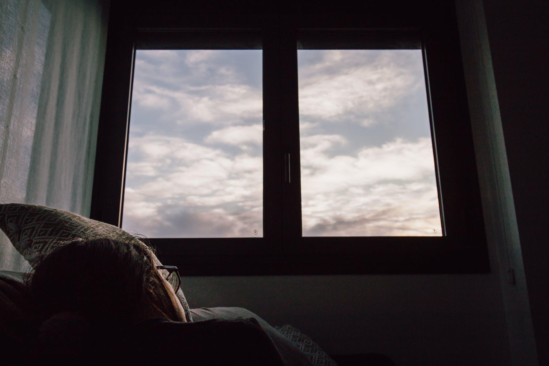 okno, dievča